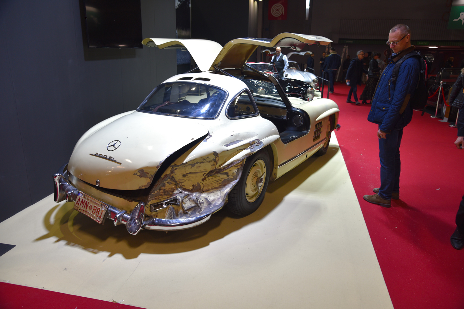 Smashed gullwing mercedes benz 300sl