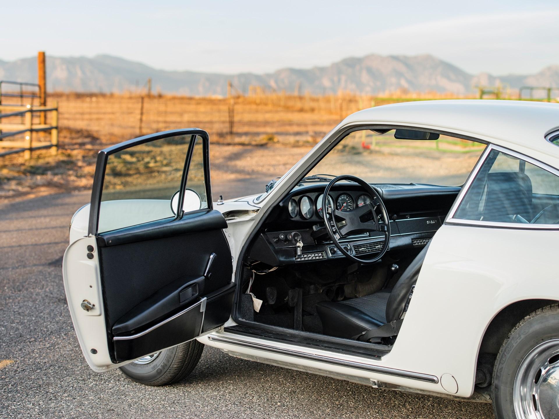 1969 Porsche 912 driver door open