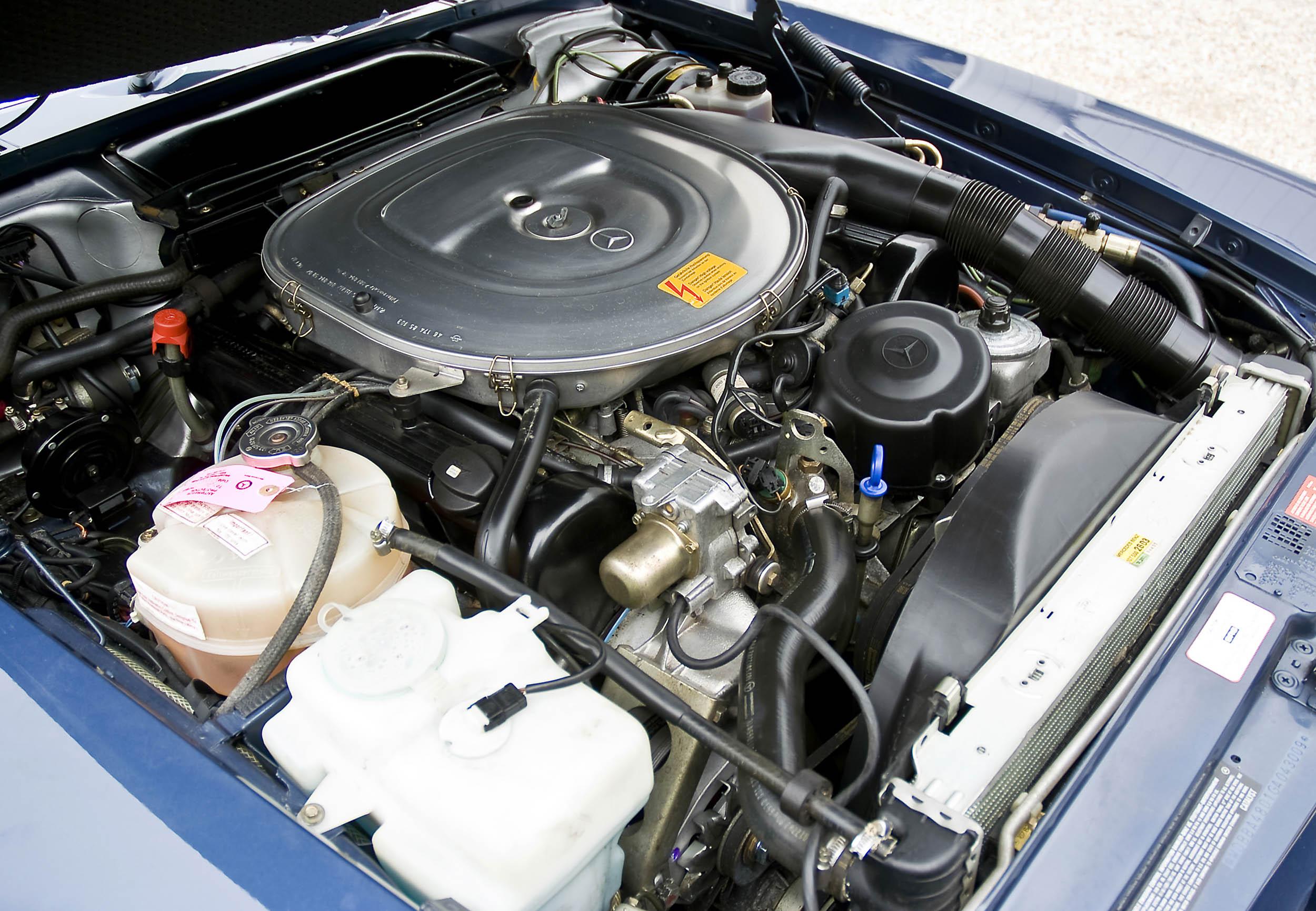 1986 Mercedes-Benz 560 SL engine