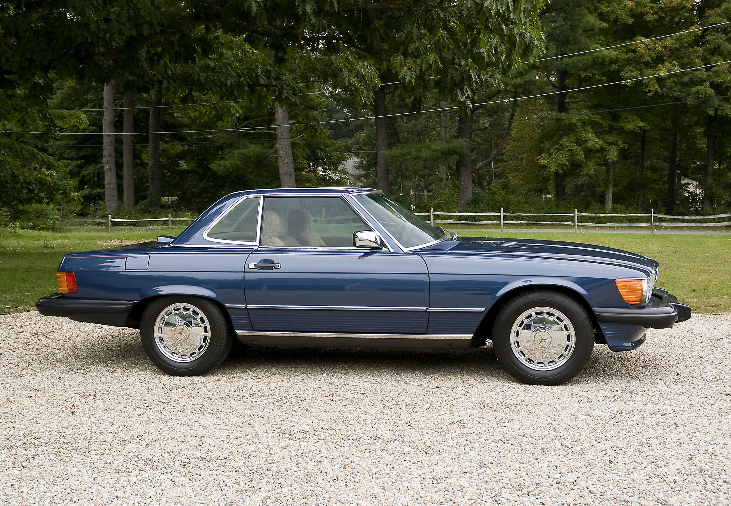1986 Mercedes-Benz 560 SL side profile