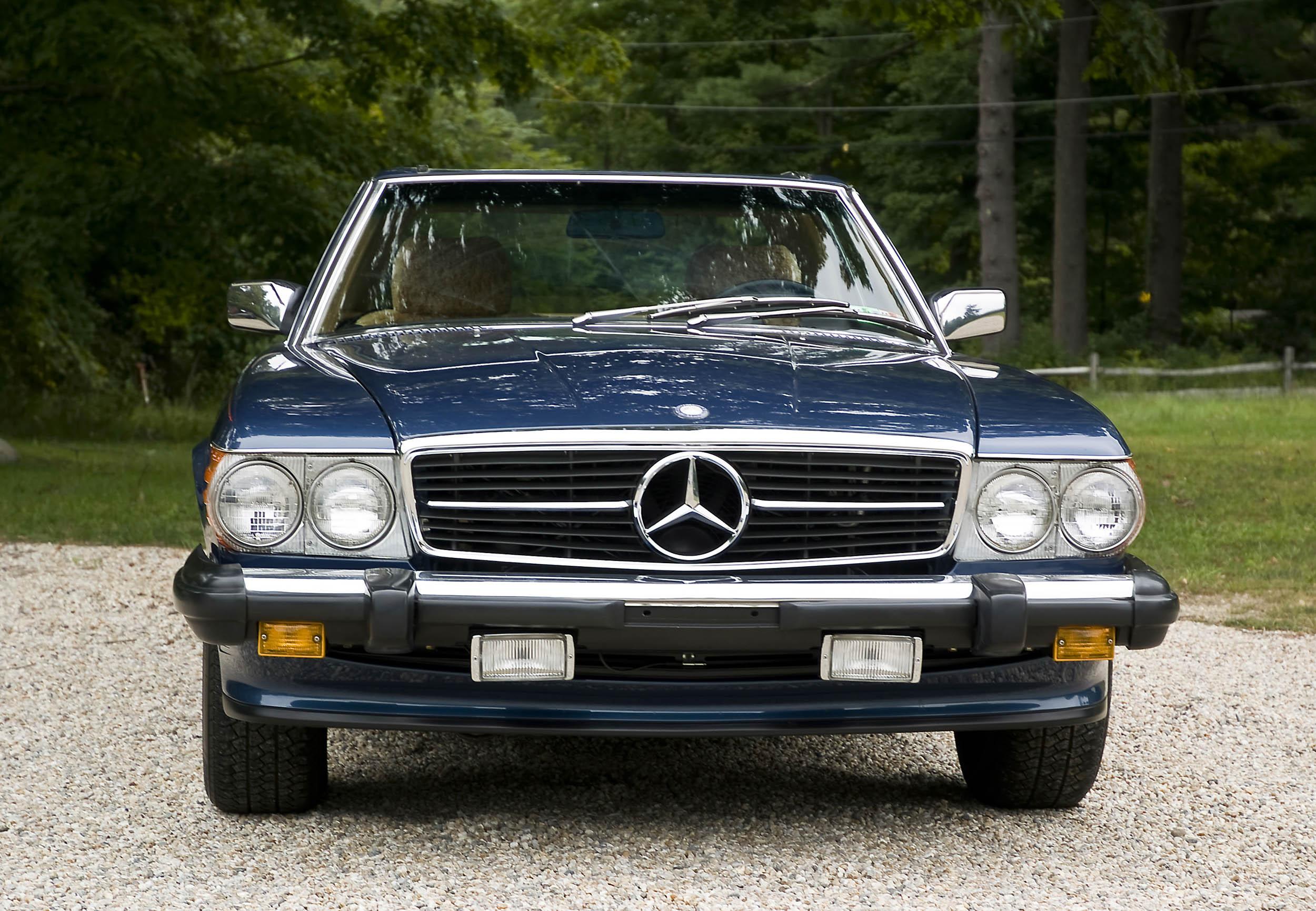 1986 Mercedes-Benz 560 SL front