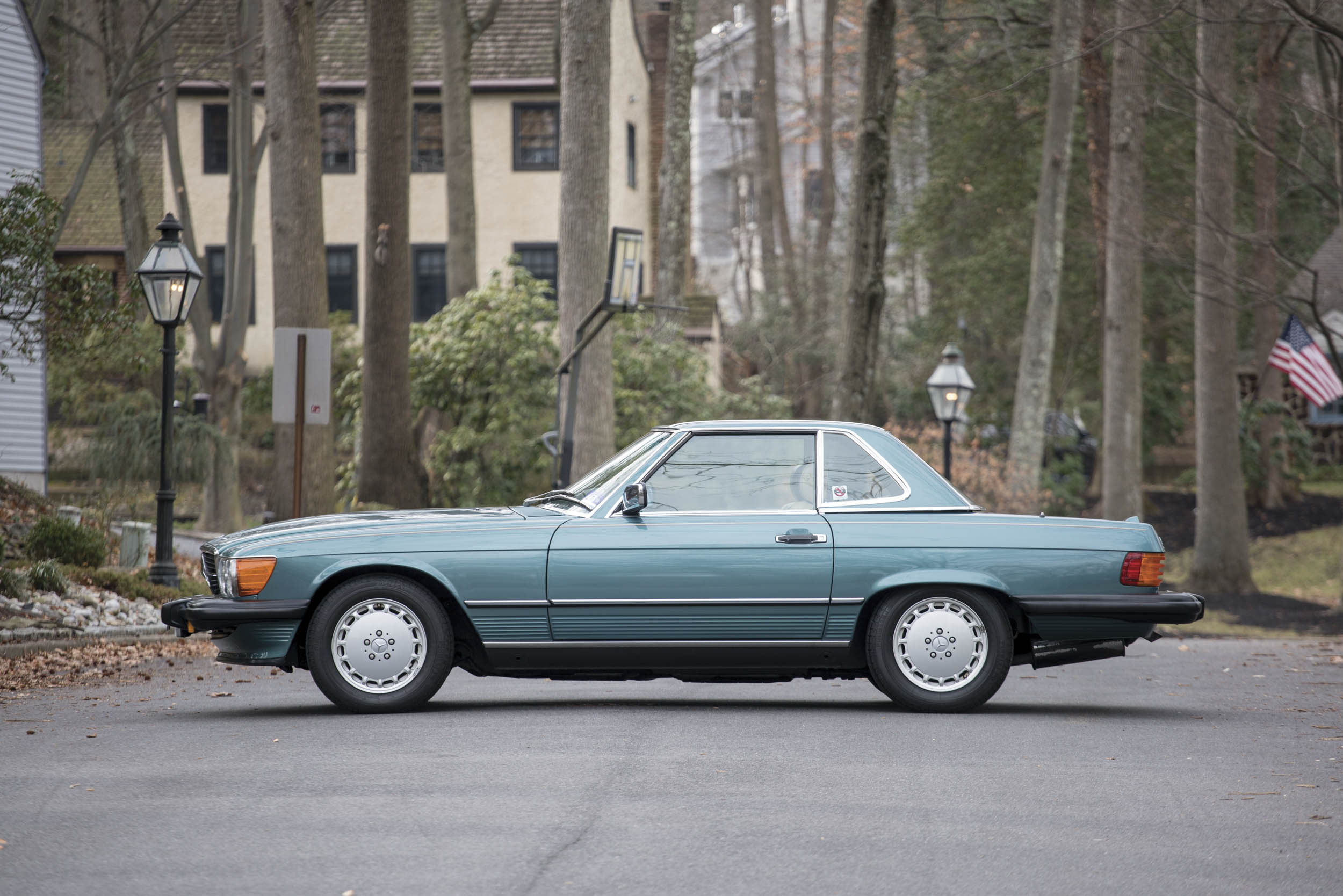 1988 Mercedes-Benz 560 SL profile