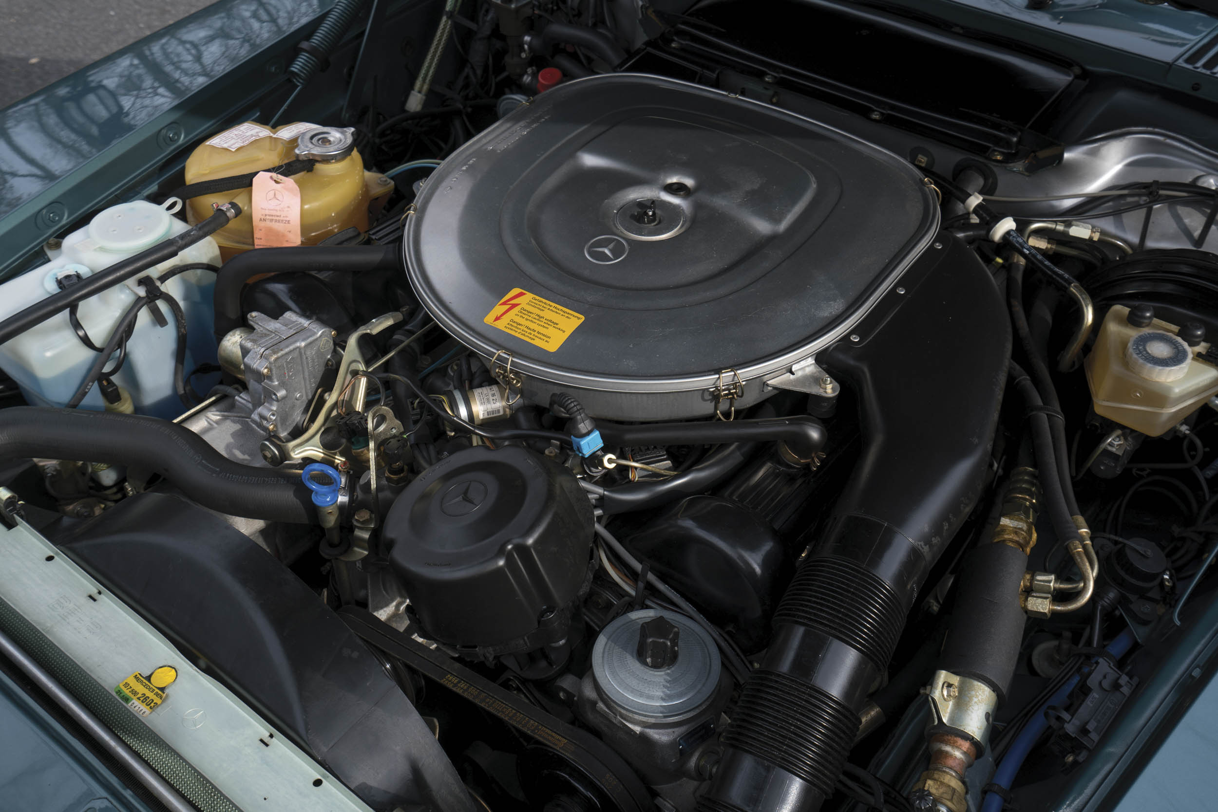 1988 Mercedes-Benz 560 SL engine