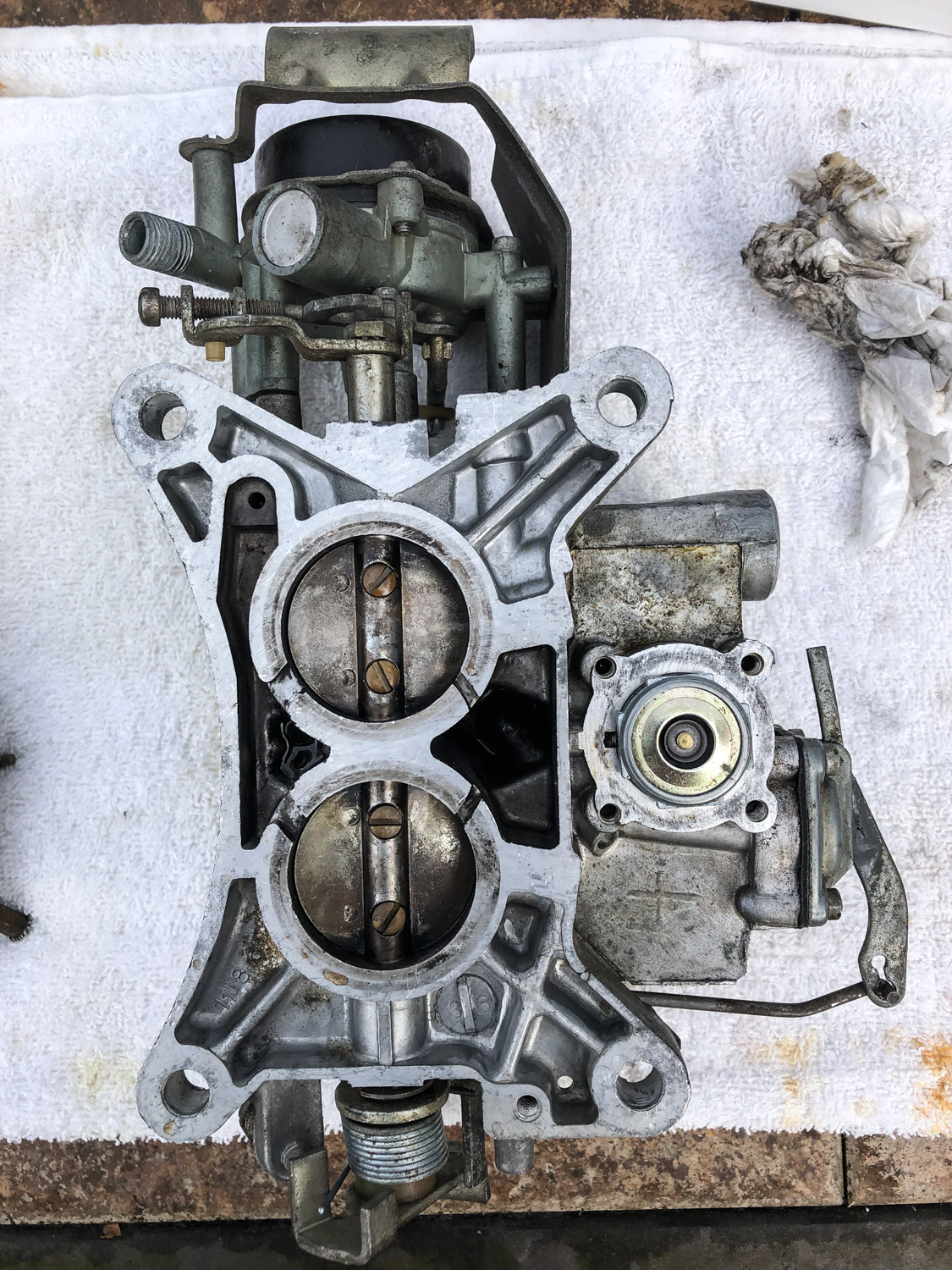 Sunbeam Tiger carburetor undersid
