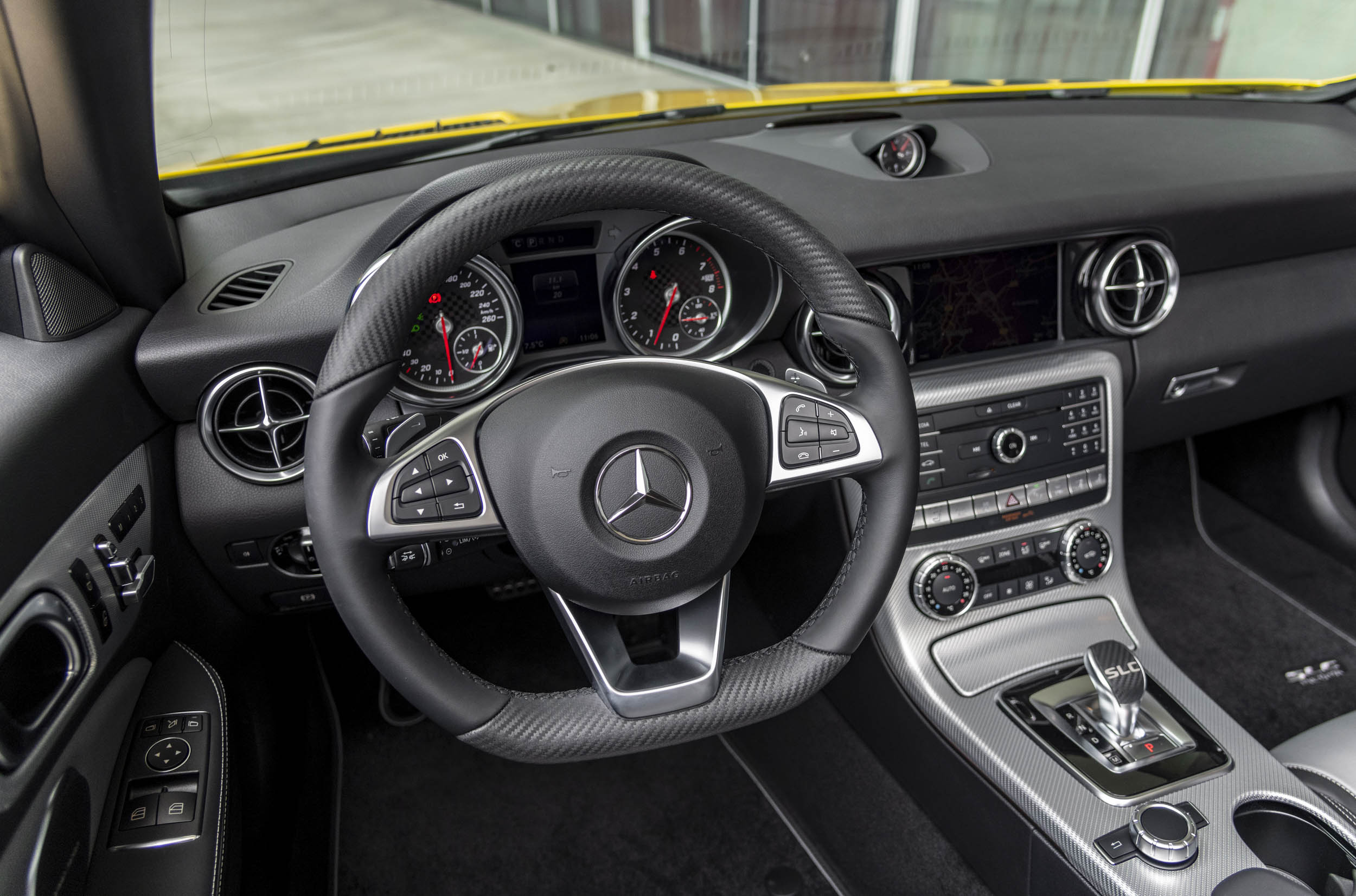2020 Mercedes-Benz SLC Final Edition steering wheel