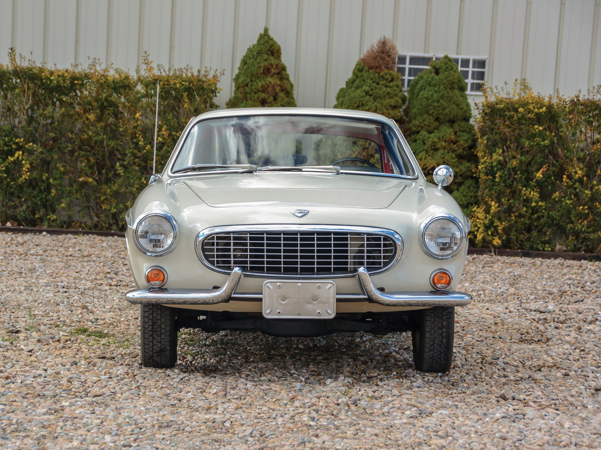 1965 Volvo 1800S front