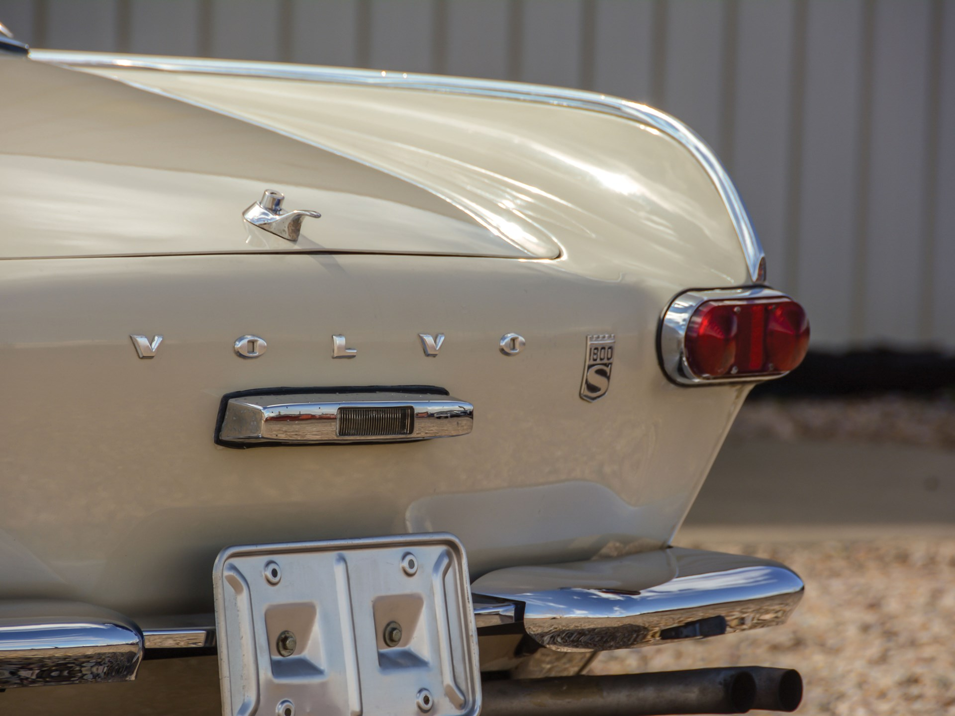 1965 Volvo 1800S fin detial