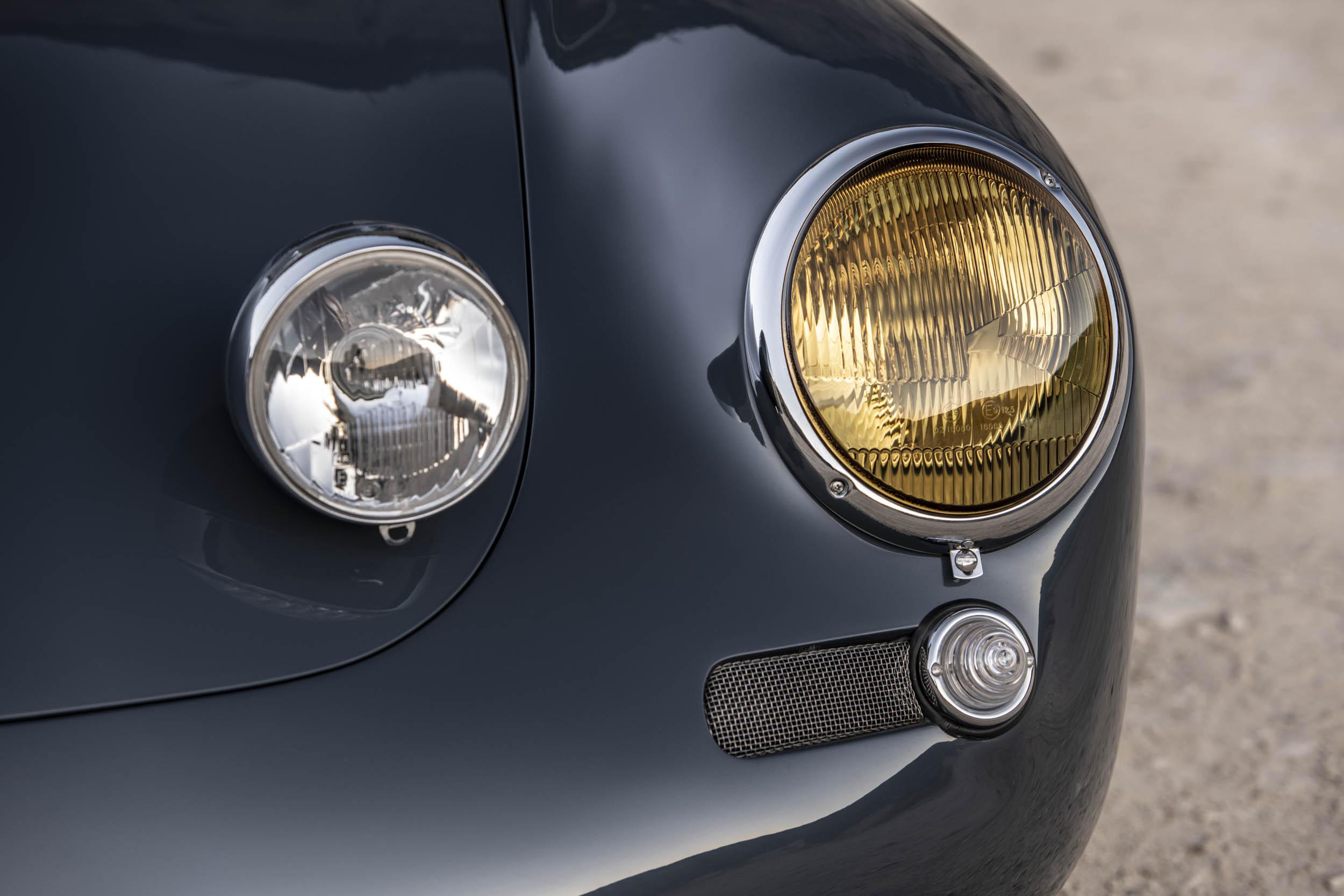 Emory Porsche 356 C4S Allrad headlights