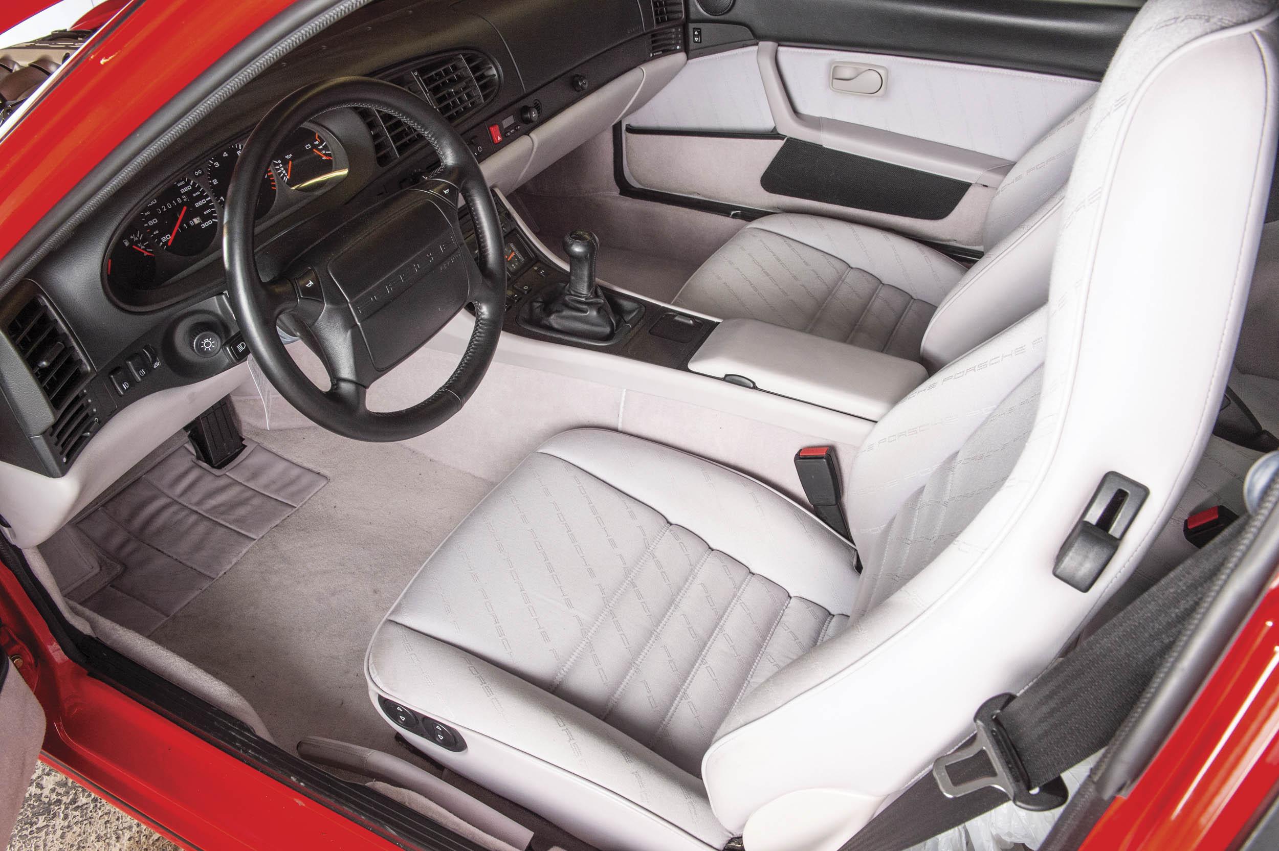 1992 Porsche 968 interior