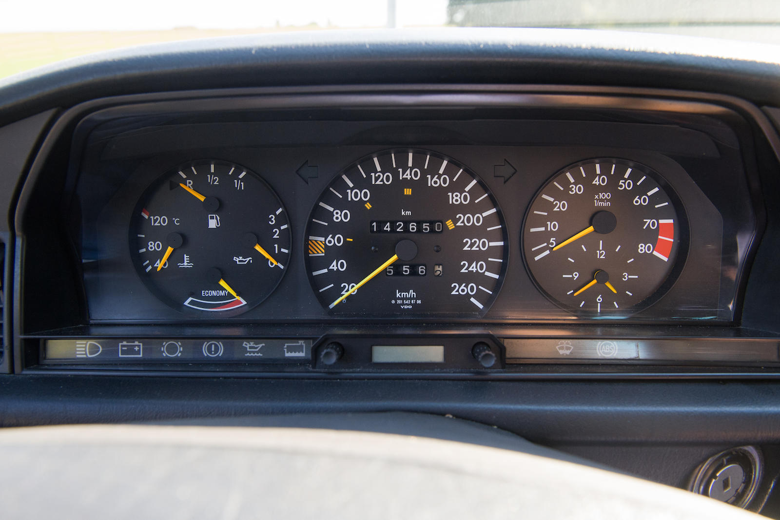 1985 Mercedes-Benz 190E 2.3-16 Sports Saloon gauges