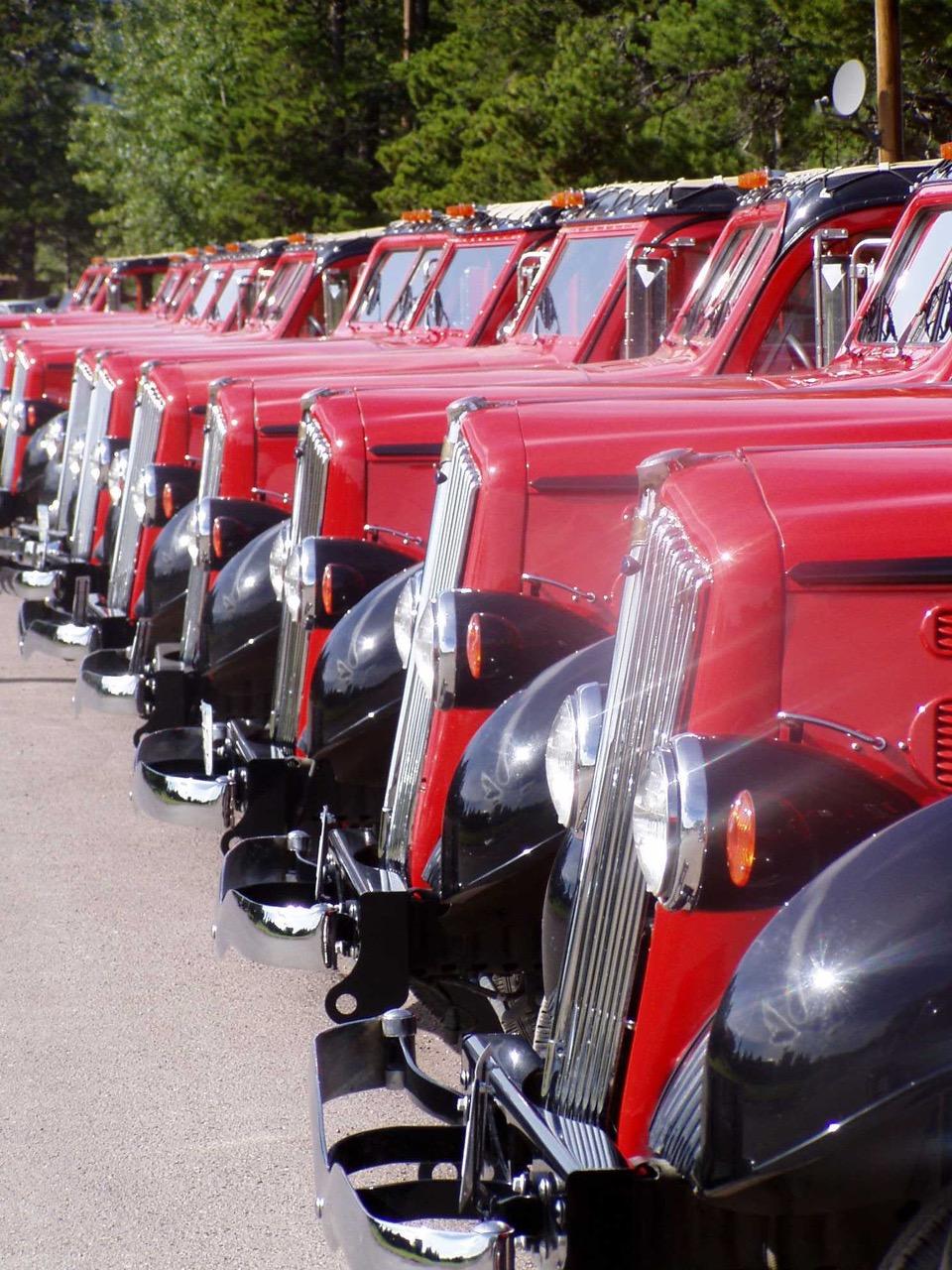 glacier national park bus lineup