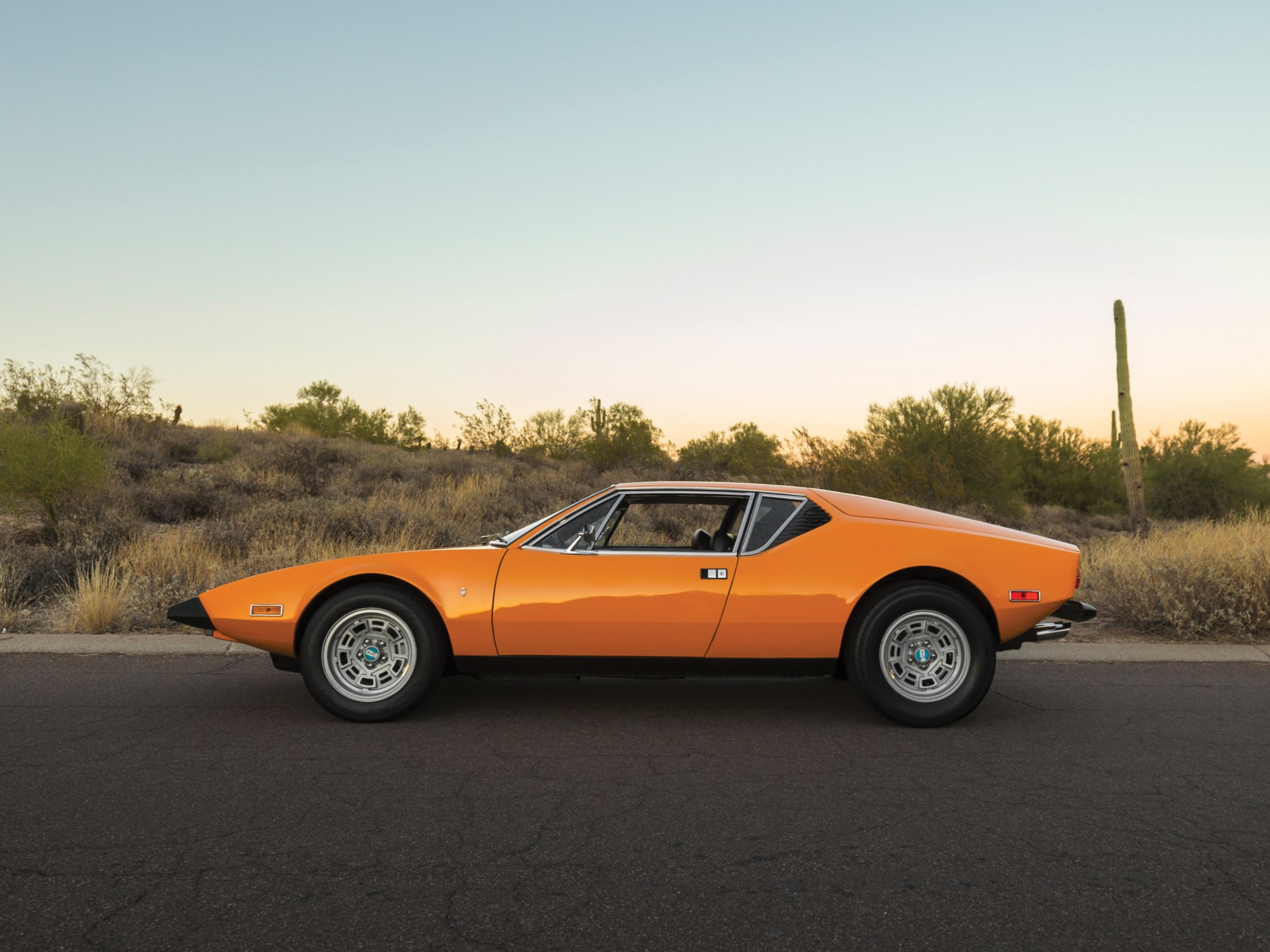 1973 De Tomaso Pantera profile