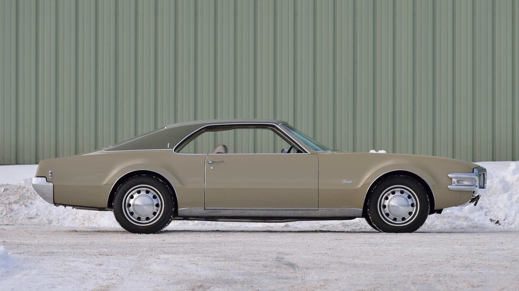 1969 Oldsmobile Toronado side profile