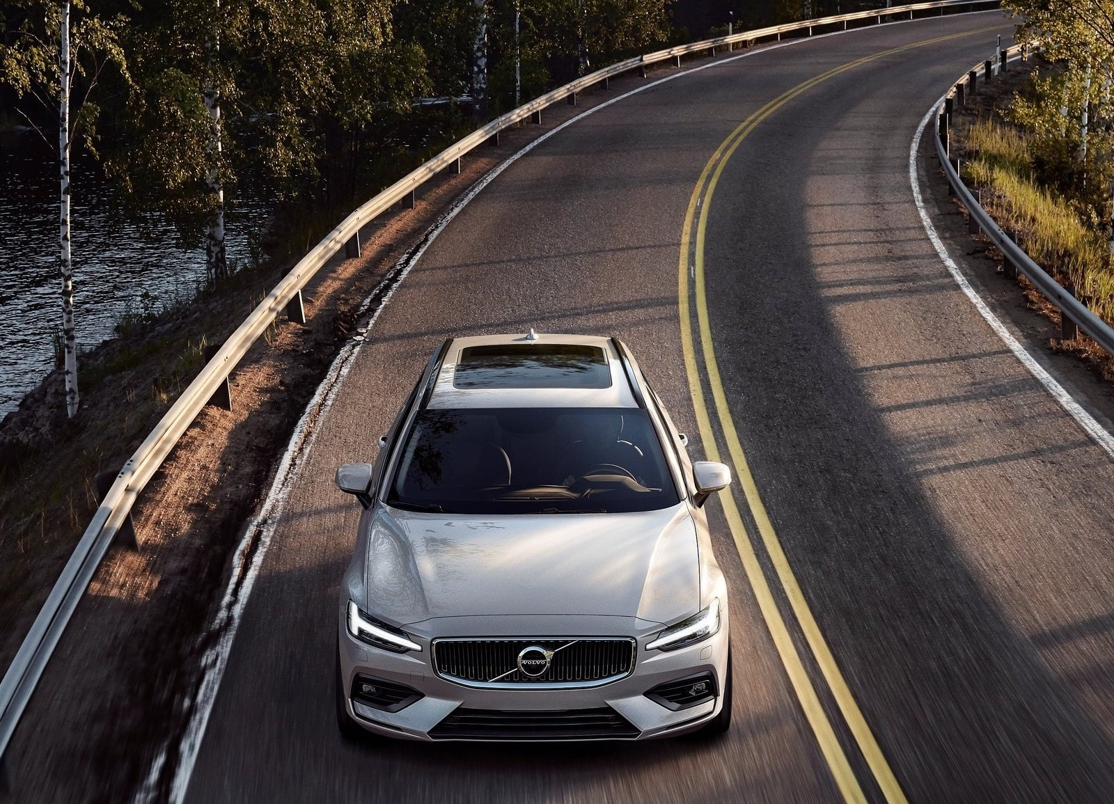 2019 Volvo V60 front driving