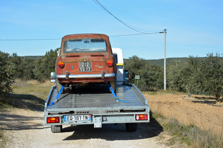 Fiat 850 on trailer