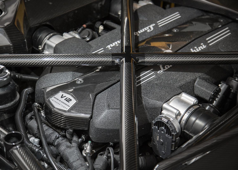 2017 Lamborghini Aventador S v12 engine