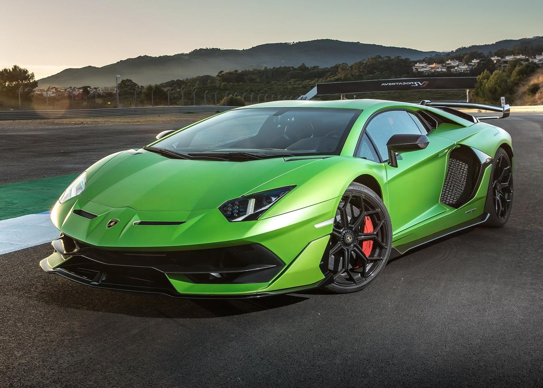 2019 Lamborghini Aventador SVJ green 3/4 low