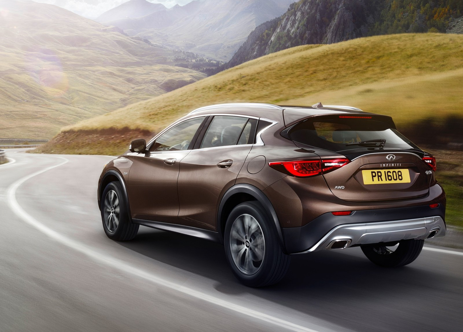 2017 Infinity QX30 3/4 rear on road