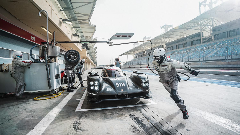 Porsche 919 Hybrid pit stop front