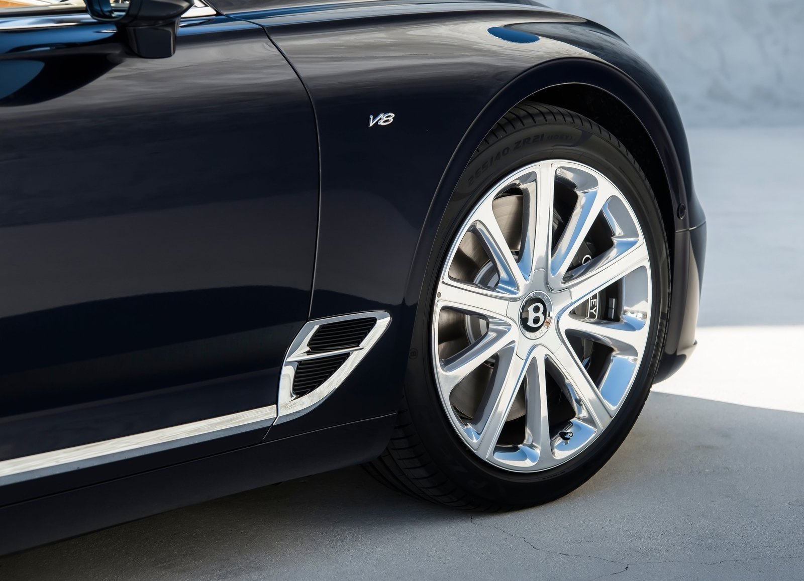 2020 Bentley Continental GT V8 wheel detail