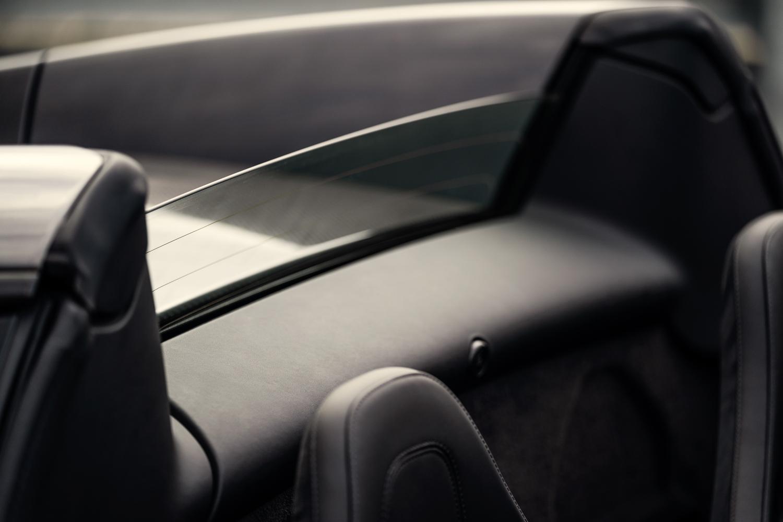 McLaren 600LT Spider glass divider