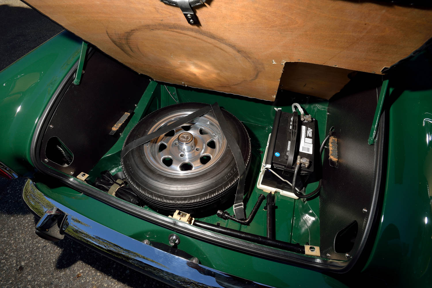 1967 Sunbeam Tiger MKII trunk