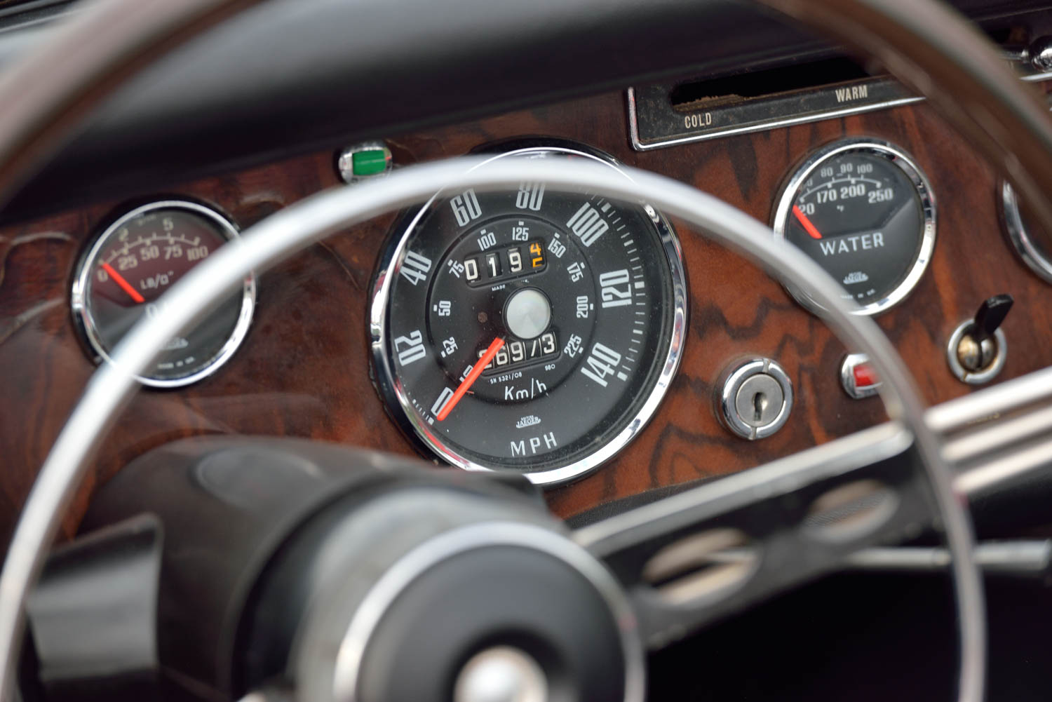 1965 Sunbeam Tiger MKI gauges