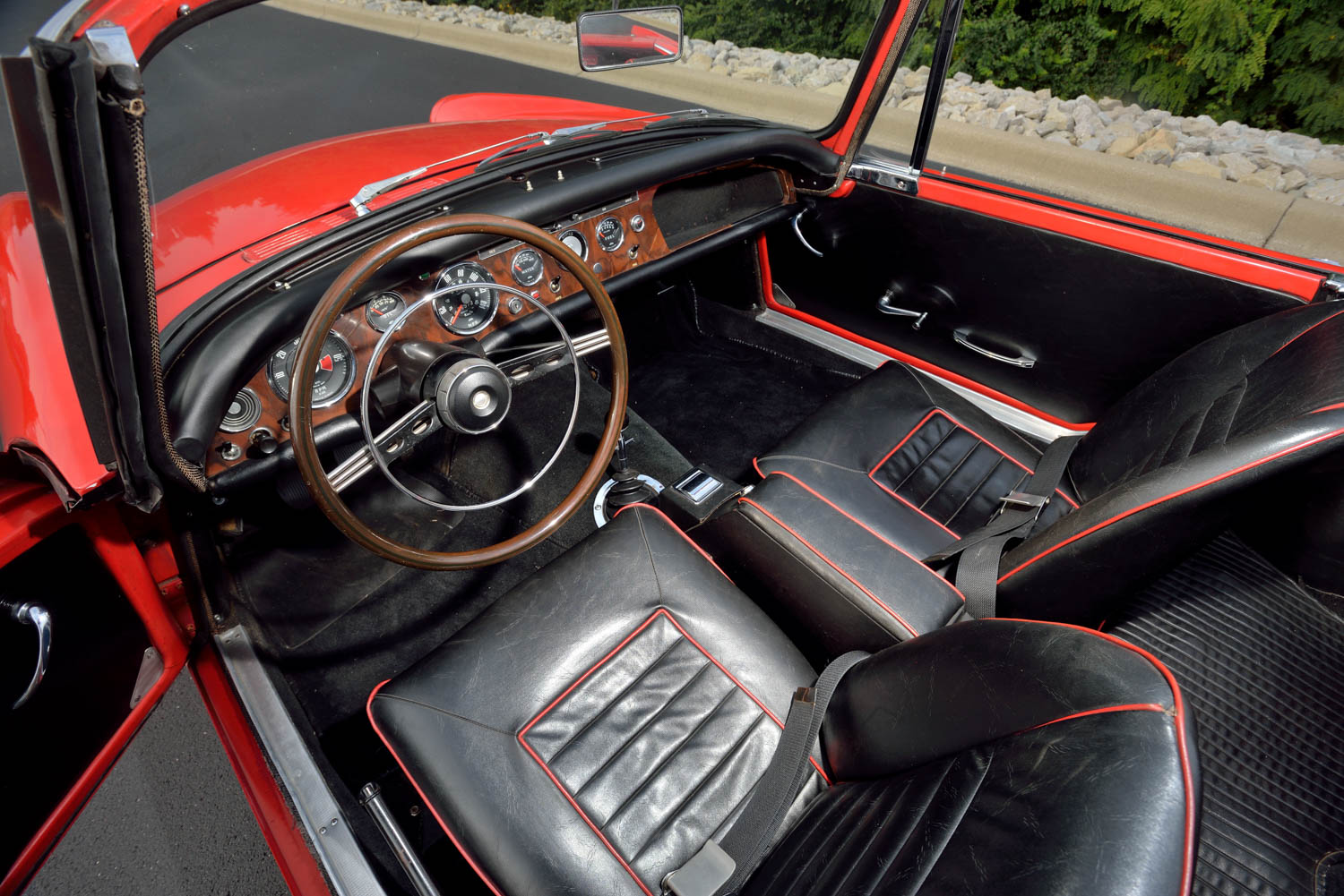 1965 Sunbeam Tiger MKI interior