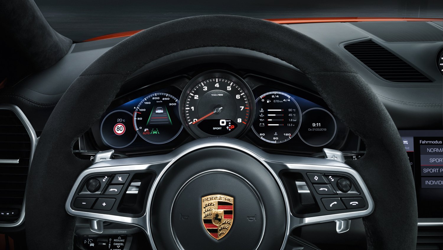 Porsche Cayenne Coupé steering wheel gauges