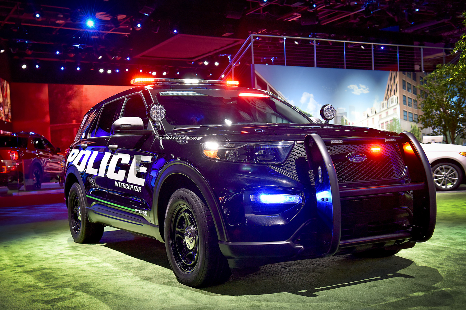 2020 Ford Police Interceptor Utility Hybrid 3/4 front auto show