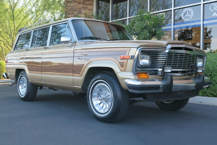 1984 Jeep Grand Wagoneer 3/4 low front
