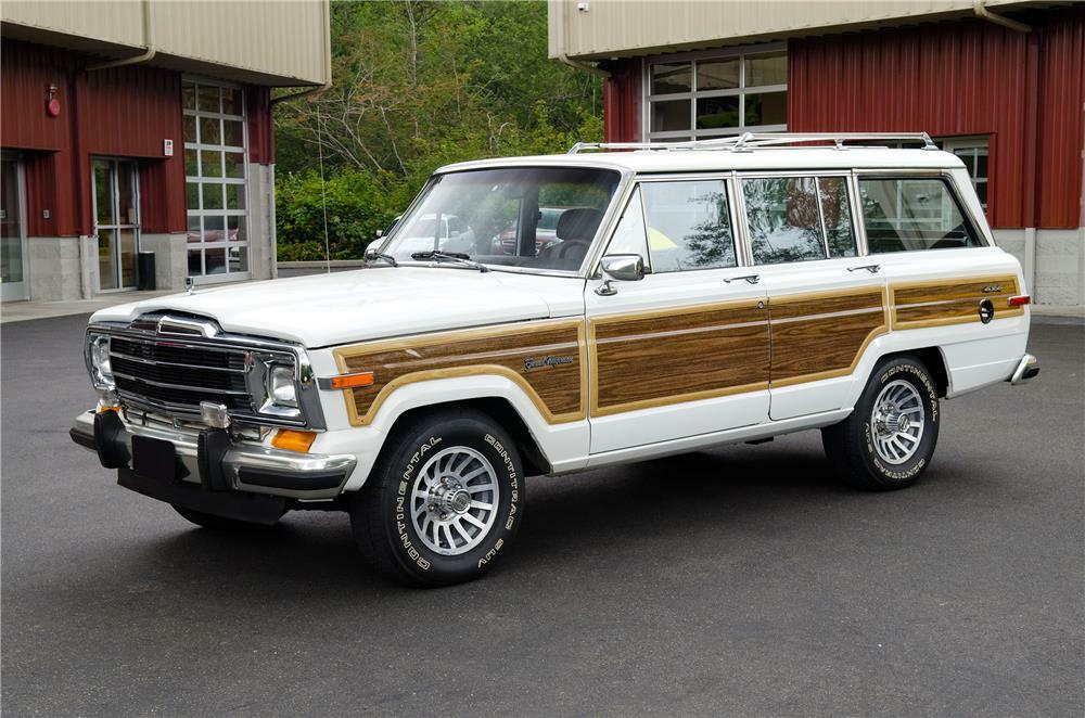 1989 Jeep Grand Wagoneer 3/4 front driver