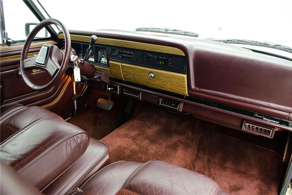 1989 Jeep Grand Wagoneer interior dash