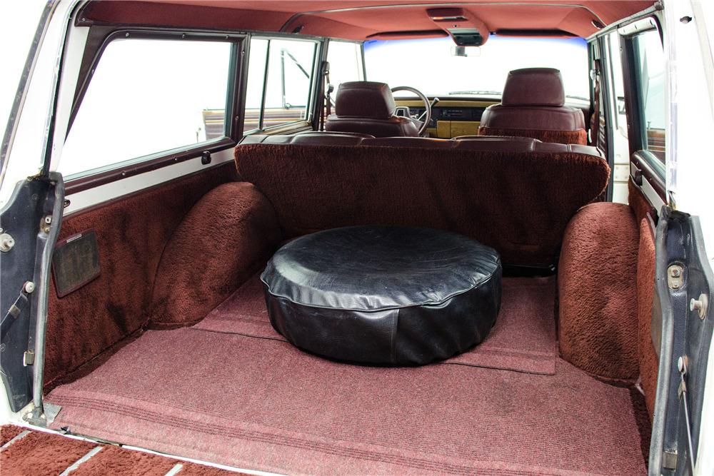1989 Jeep Grand Wagoneer cargo wheel covered