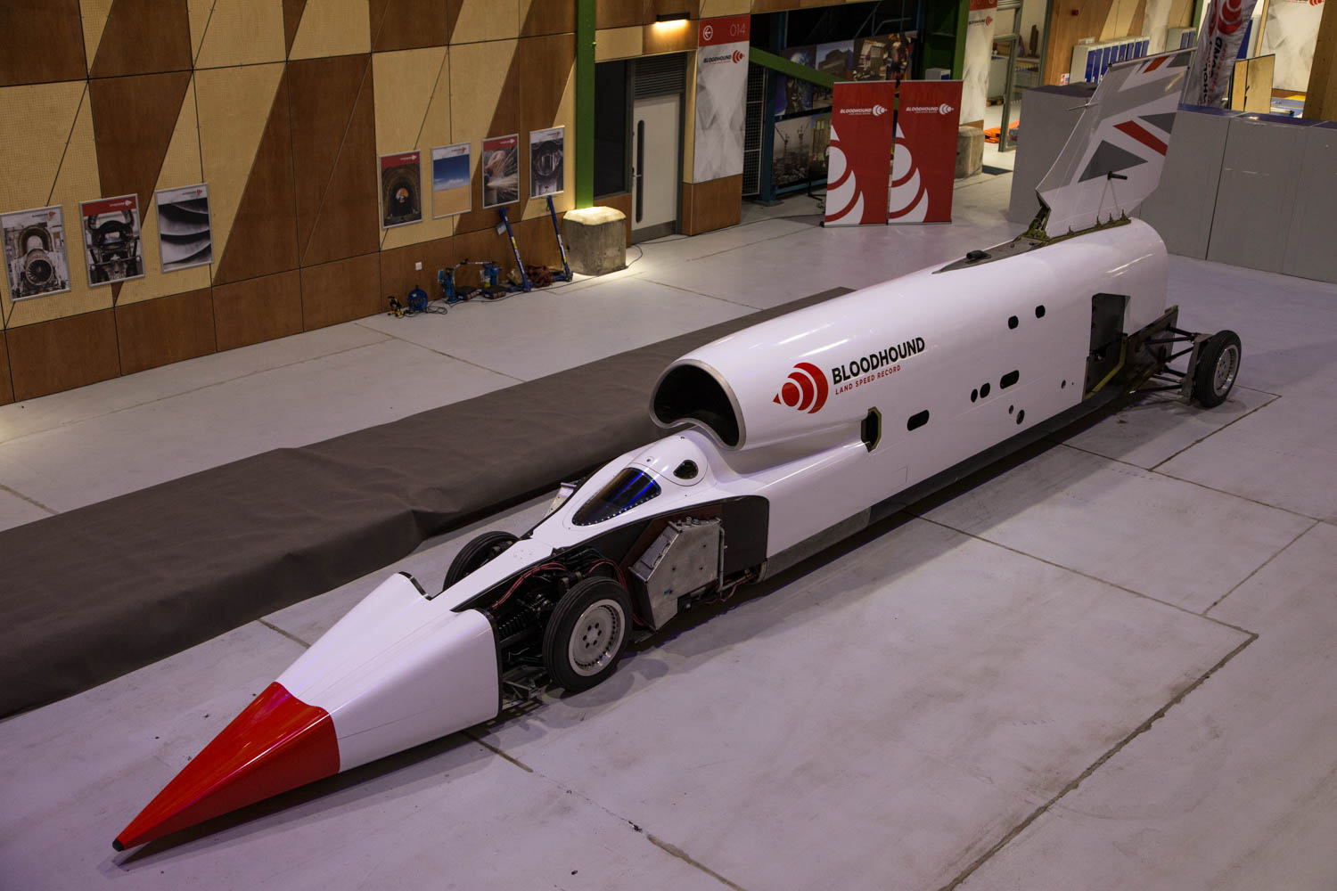 The Bloodhound land speeder is back, and it's lookin' fine