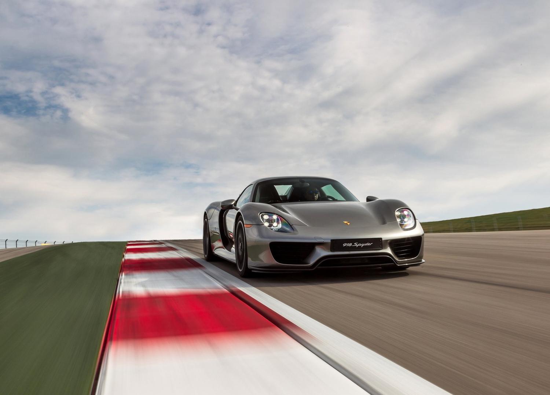 2015 Porsche 917 Spyder 3/4 front on track