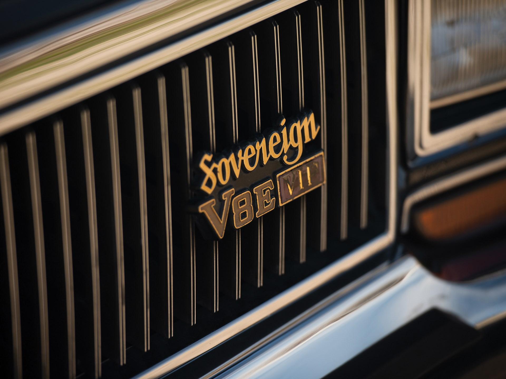 1987 Nissan President Sovereign V8E VIP hood badge detail