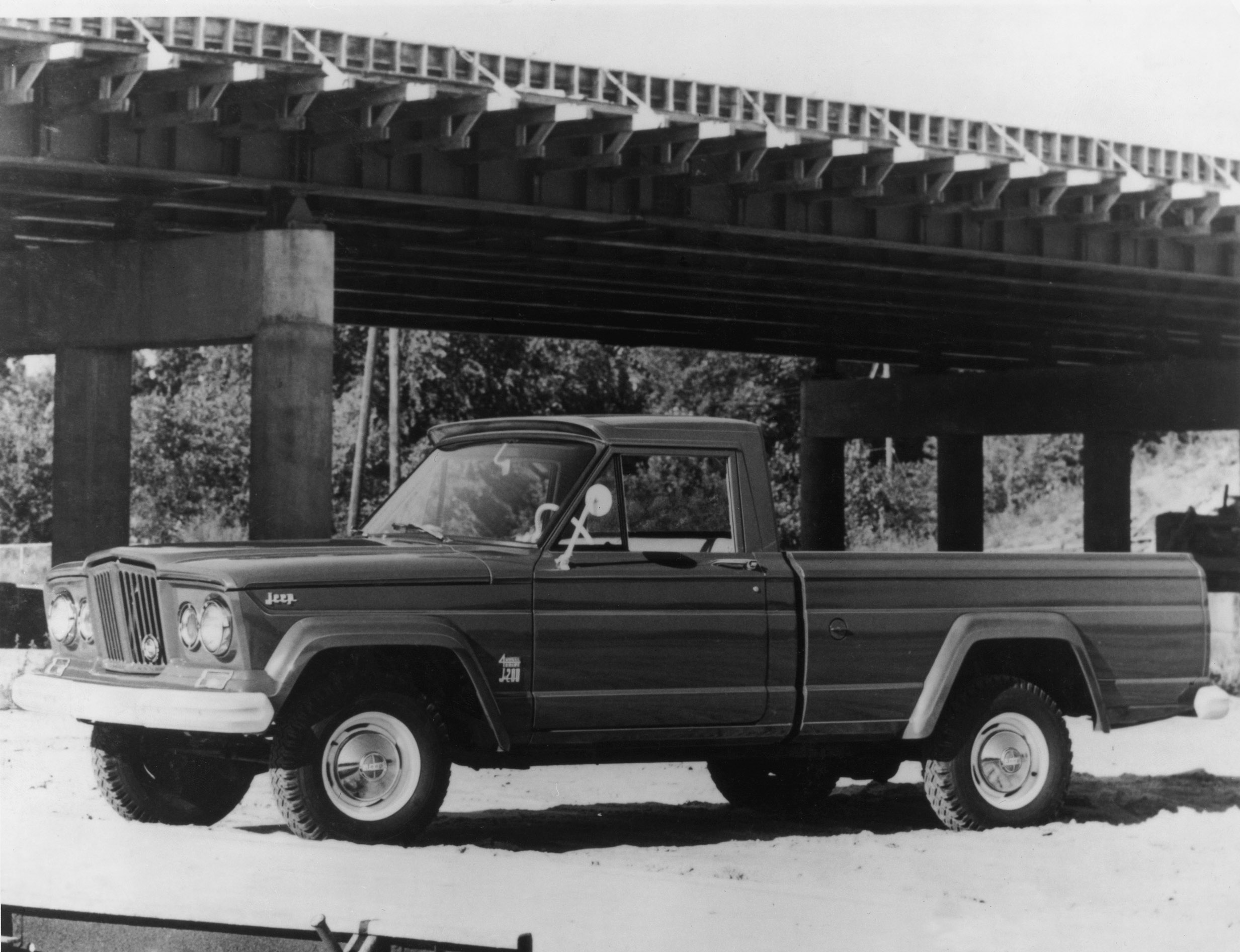 Jeep Gladiator black and white