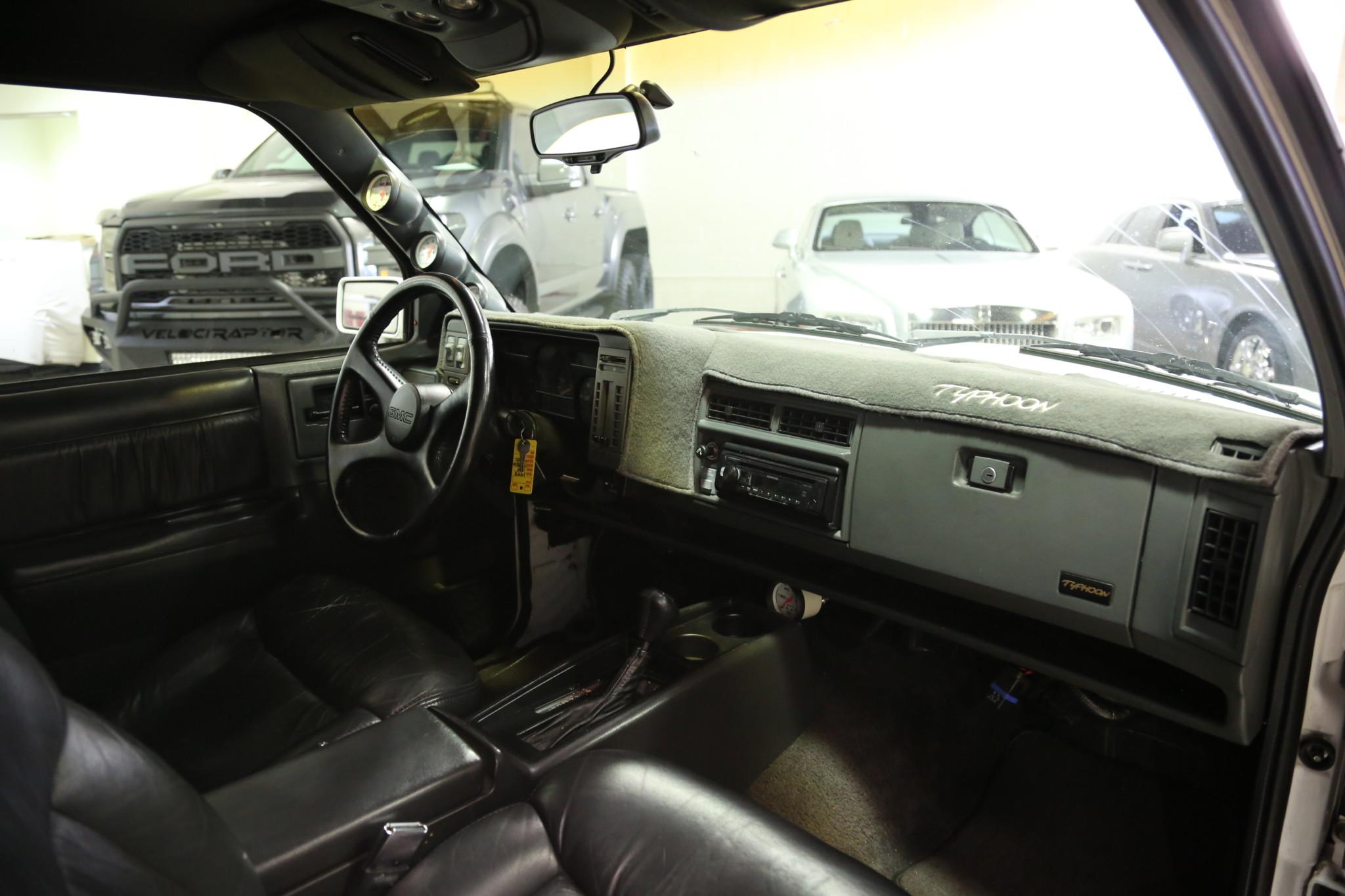 1993 GMC Typhoon passenger interior