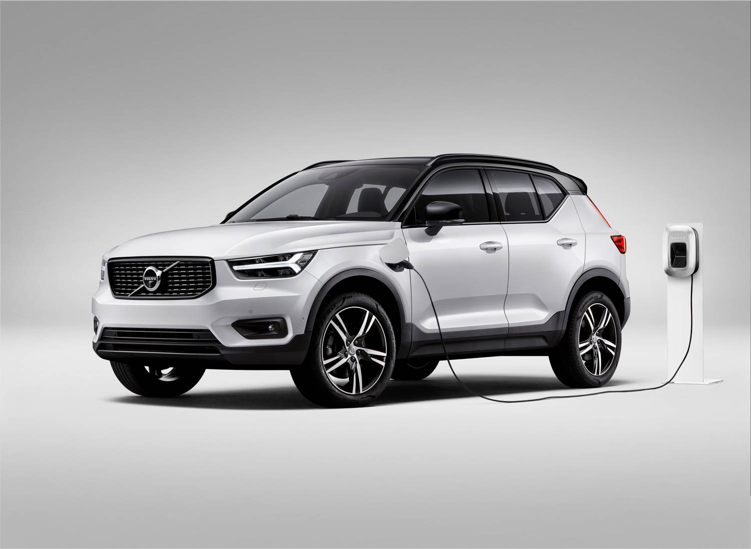 Volvo's first all-electric vehicle will be the XC40 subcompact crossover thumbnail