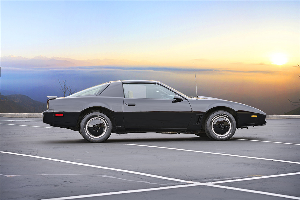 "1983 Pontiac Firebird Trans AM ""KITT"" side profile"