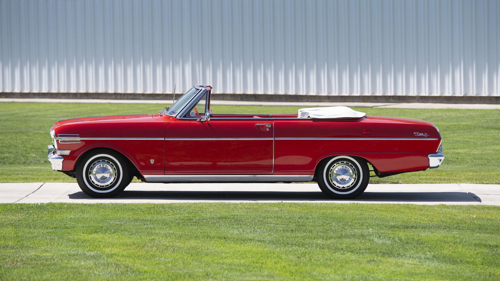 1962 Chevrolet Chevy II Nova 400 side