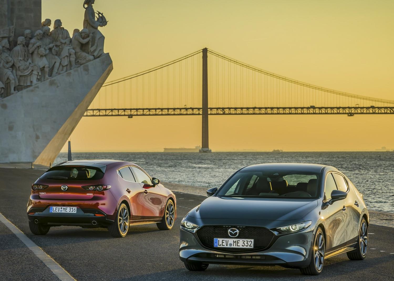 2019 Mazda 3 bridge background