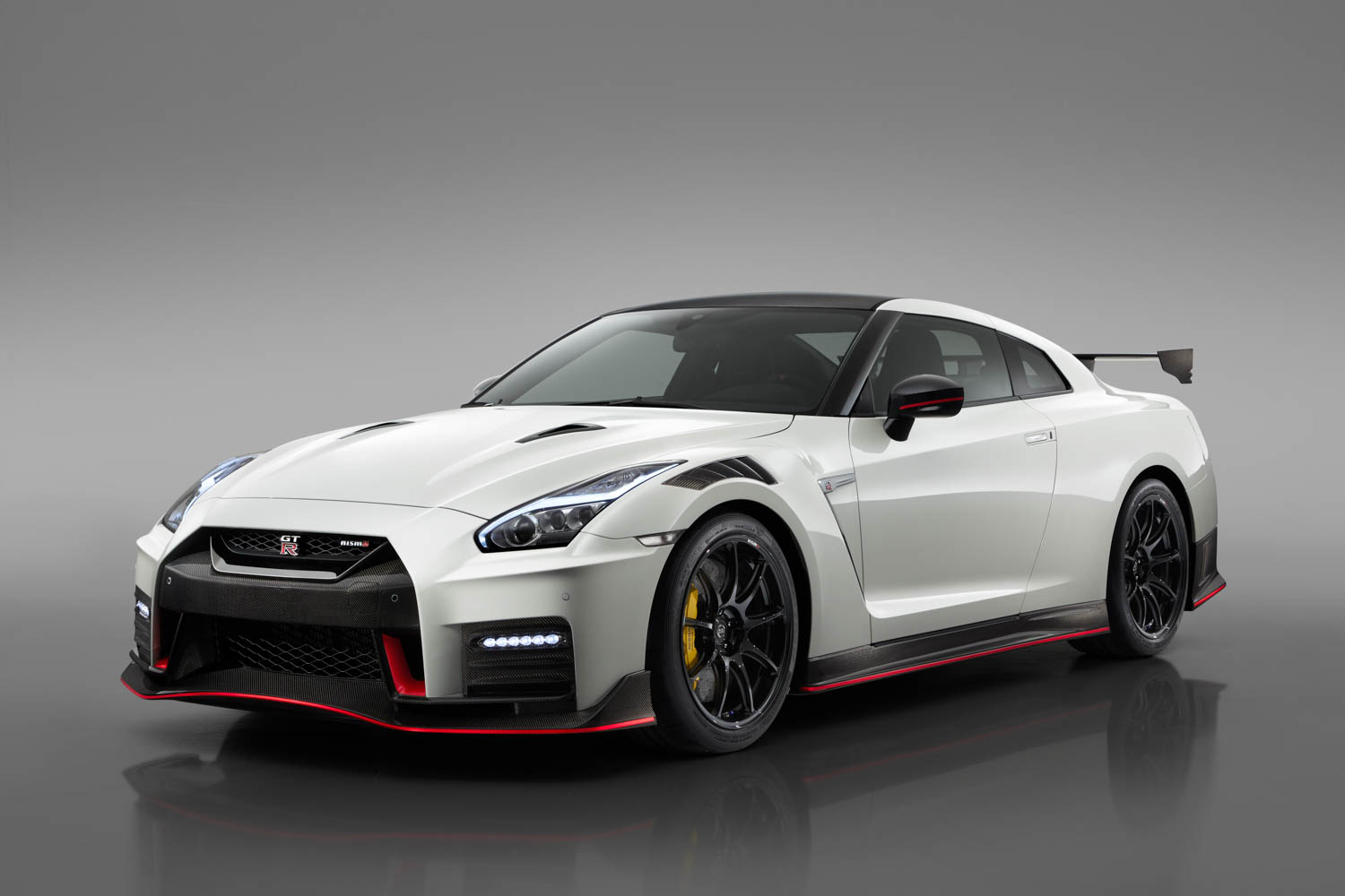 Nissan GT-R NISMO front 3/4
