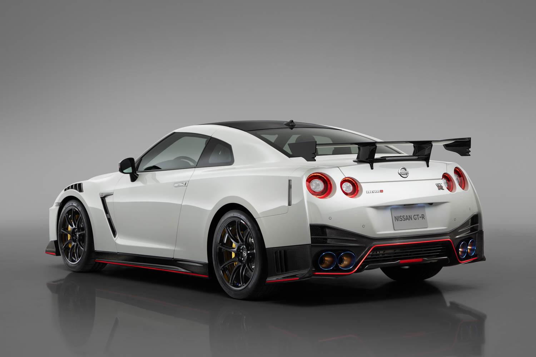Nissan GT-R NISMO rear 3/4
