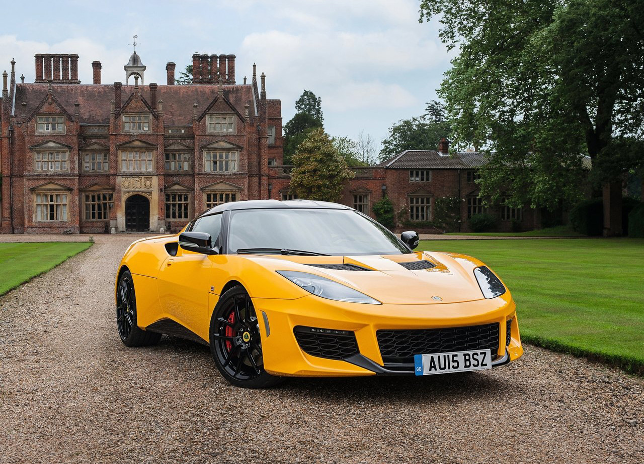 2016 Lotus Evora 400 in front of castle