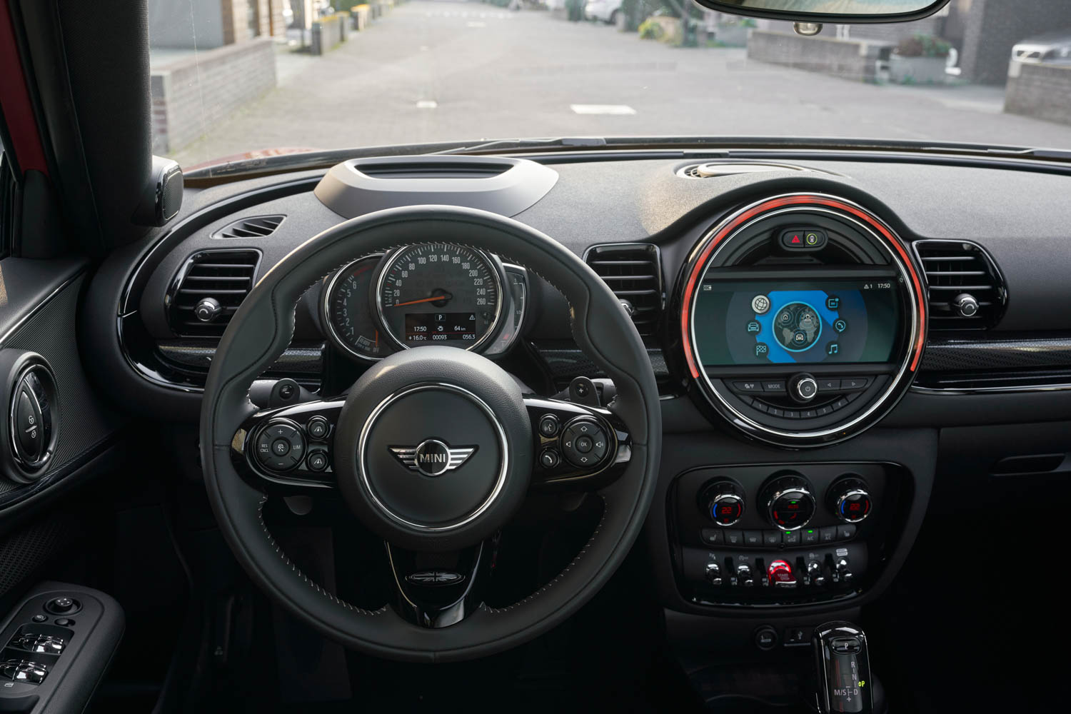 2019 MINI Clubman steering wheel detail