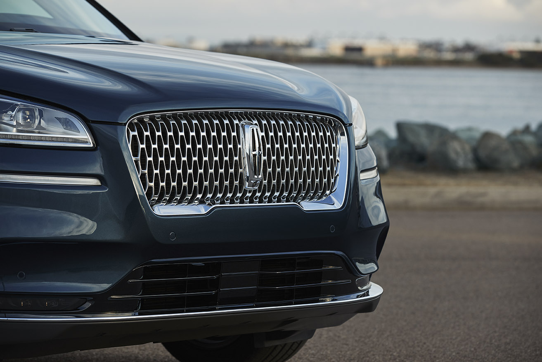2020 Lincoln Corsair grille detail