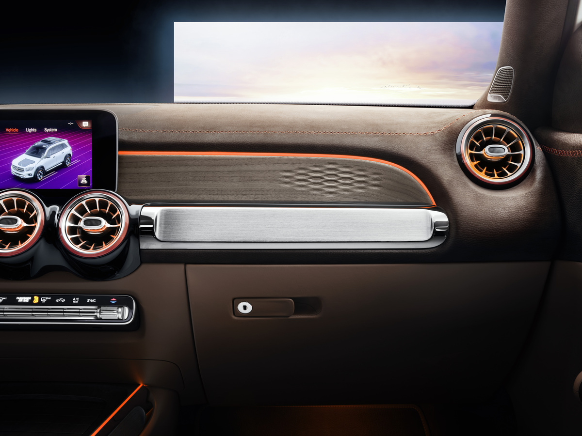 Mercedes-Benz GLB Concept passenger dash