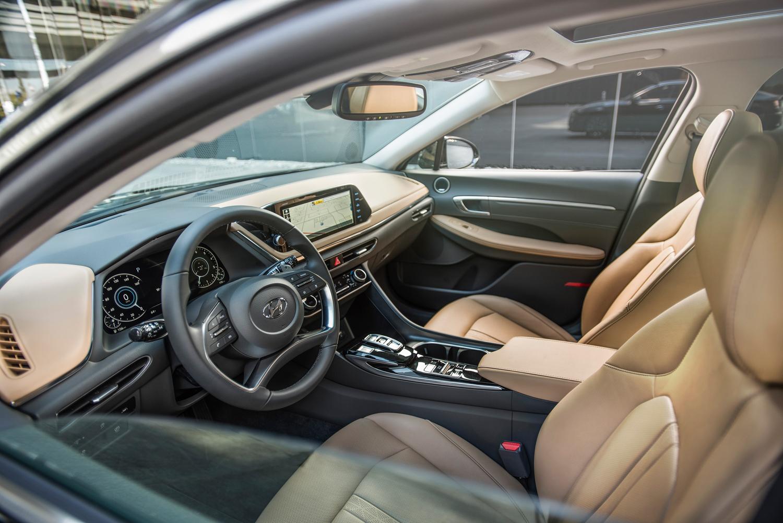 2020 Hyundai Sonata interioor drivers